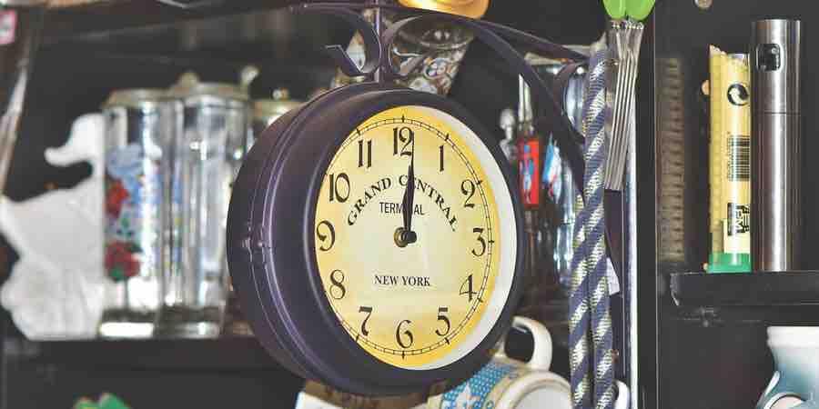Reloj vintage pared. Reloj de pared estacion