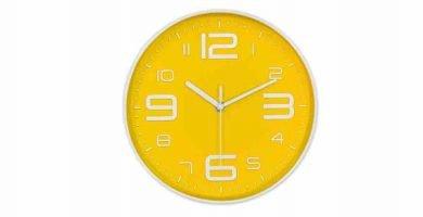 Relojes de pared en amarillo