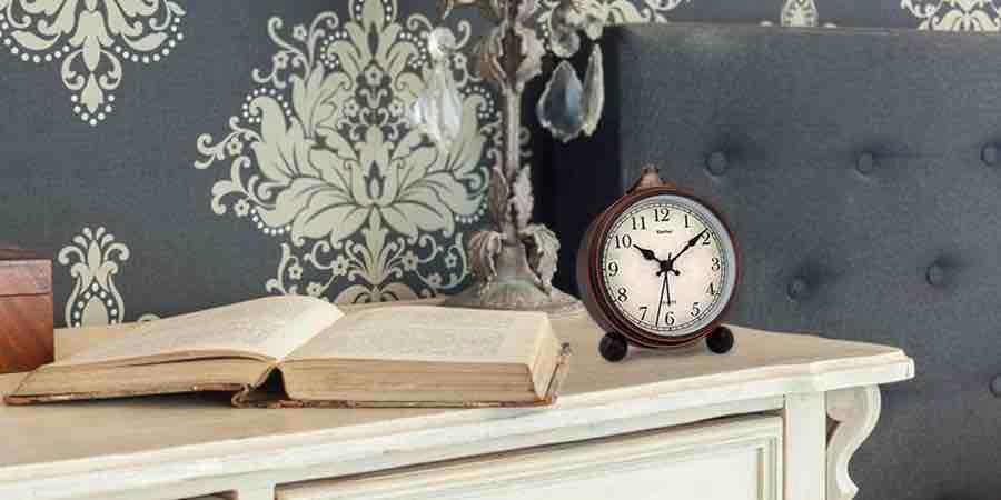 relojes sobremesa, relojes de mesa, despertadores analógicos y digitales, reloj despertador flip, relojes de pie